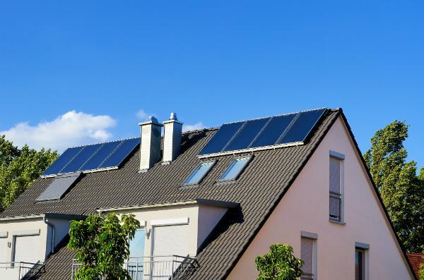 Solaranlage als Ergänzung zum wasserführenden Kaminofen