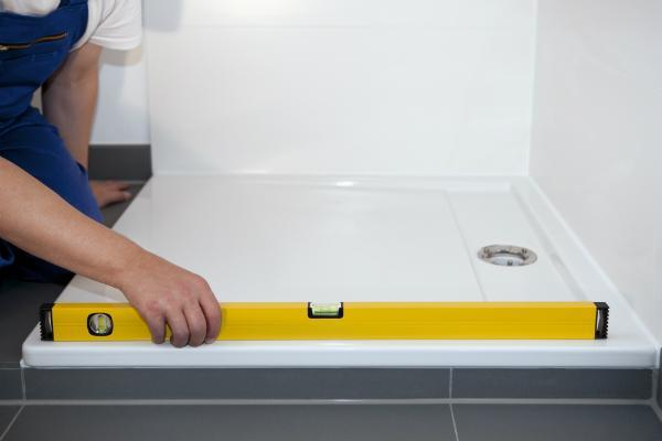 Ausmessen der Duschkabine