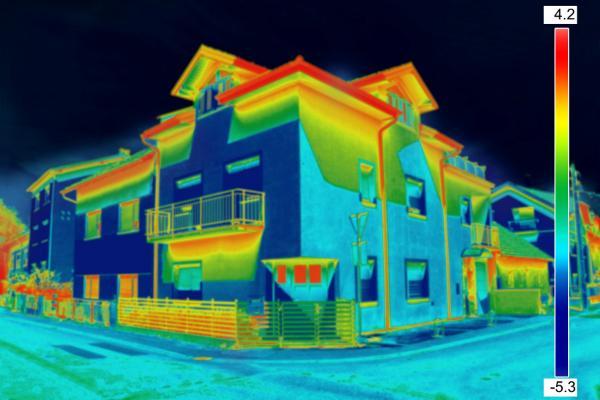 Dachgeschosswohnungen koennen ohne Daemmerung an heissen Tagen saunaaehnliche Temperaturen erreichen