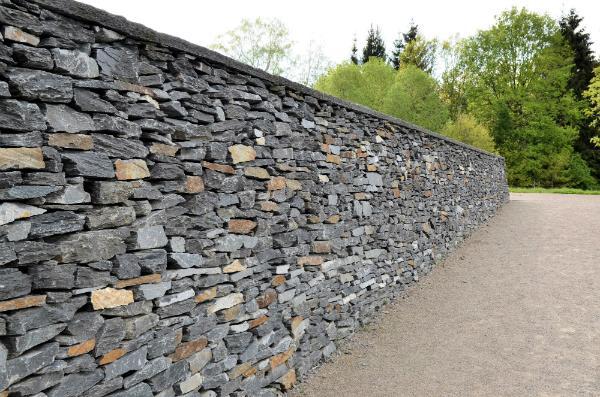 Bruchsteinmauer nach Trockenbau-Prinzip