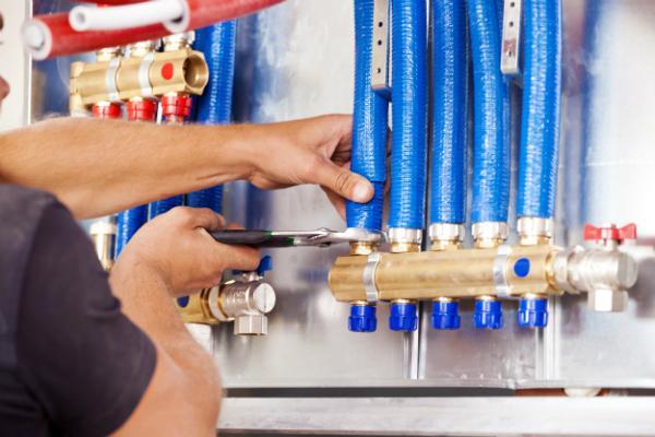 Wartung und Reparatur direkt an der Gasleitung immer dem Fachmann überlassen!