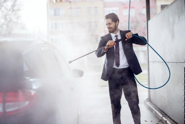 Reinigungspistolen bei der Fahrzeugpflege