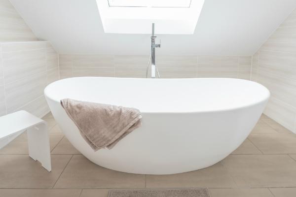 Bad mit dachschr ge gestalten meinhausshop magazin for Bad unter dachschrage