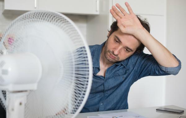 Der Ventilator ist ein beliebtes Mittel zum Kühlen im Sommer
