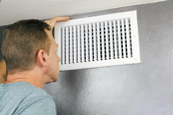 Ein Heizungsschacht, wie er bei Warmluftheizungen typischerweise vorkommt
