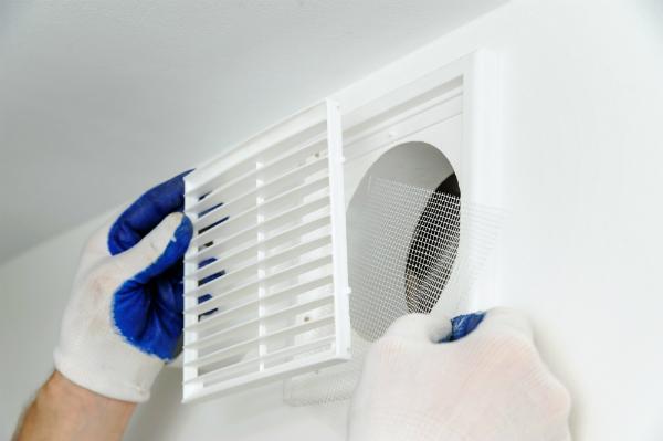 Lüftungsanlagen sorgen im Sommer für eine passive Kühlung der Wohnräume