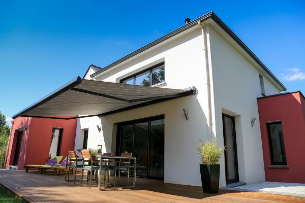 Moderne Terrasse mit Markise