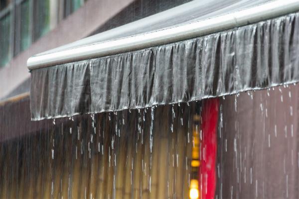 markise-regen