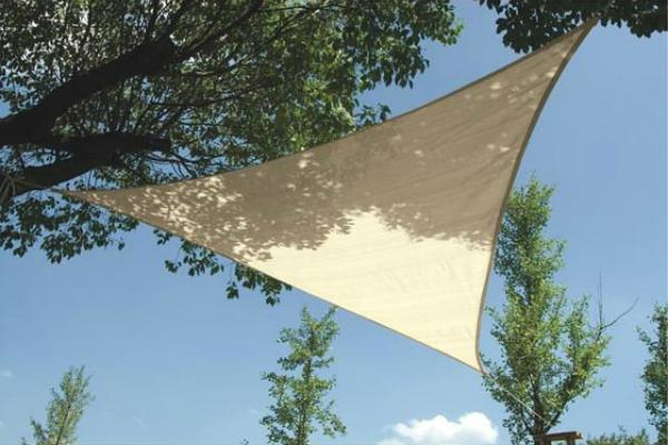 wasserdurchlaessiges-sonnensegel-dreieck-5x5x5m-champagne-GSS3500PE