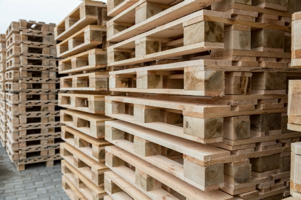 Holzpaletten Lager