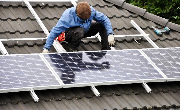 Solaranlagen kosten mit allem nötigen Zubehör zwischen 5.000 und 20.000 Euro