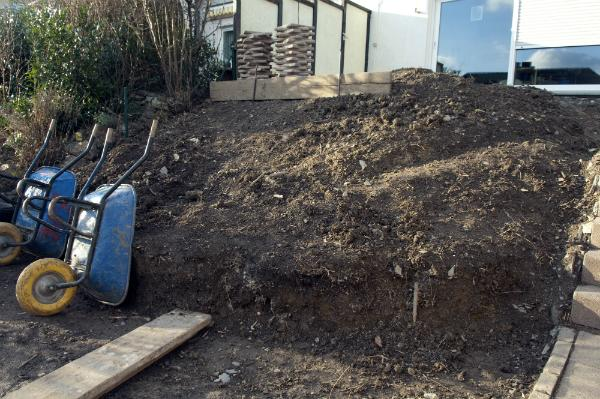 Erdreich eines Steingartens