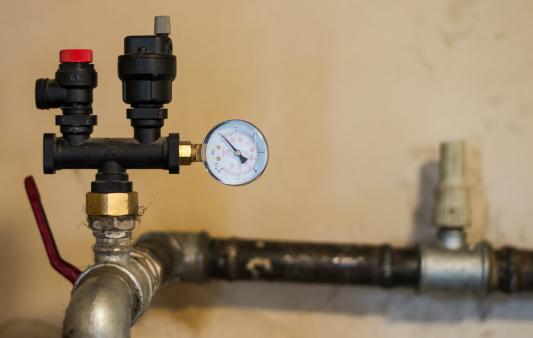 Druck auf dem Heizungsrohr