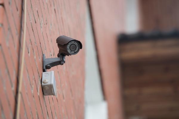 Schwarze Ueberwachungskamera