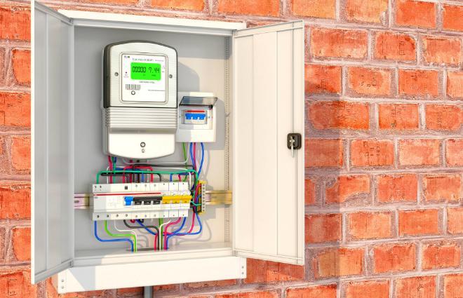 Digitaler Stromzähler im Stromkasten