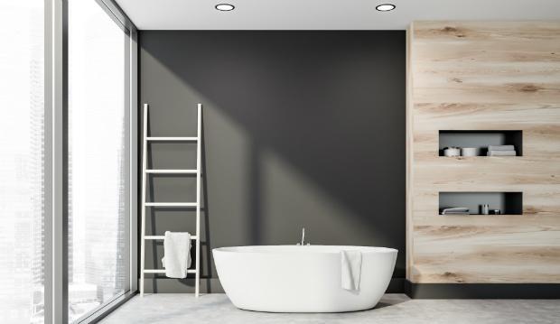 Waagrechte Wandeinbaunischen in einem Badezimmer