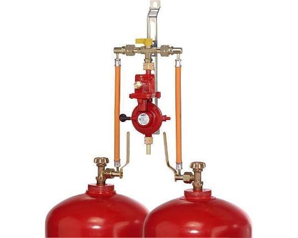 Zweiflaschenanlage-Doppel-Umschaltventil-4kg-h-50mbar-fuer-Flaschen-33kg