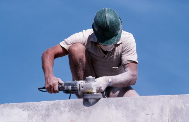 Kullanımda olan bir beton freze makinesi