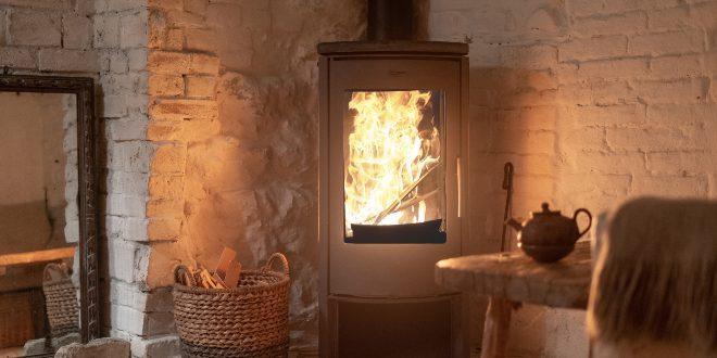 Kaminofen, mit Feuer