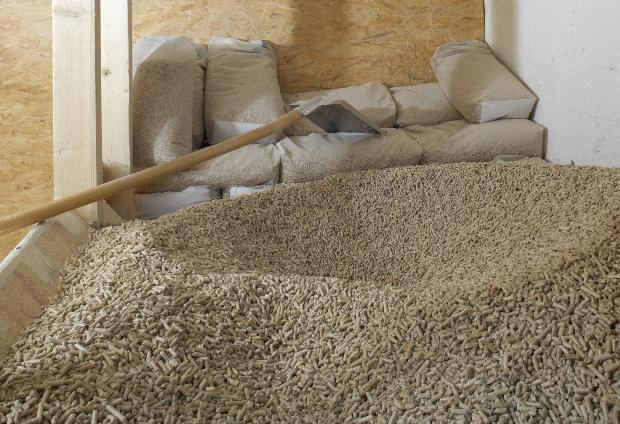 Pellets für Pelletsilos von Viessmann lagern im Keller