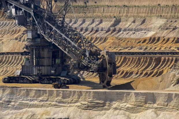Braunkohle Tageabbau - Kohle gehört nicht zu den erneuerbaren Energiequellen