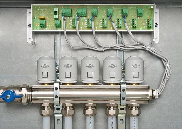 Regelverteiler Evenes Typ ASV6-101, 230V für 6 Heizkreise