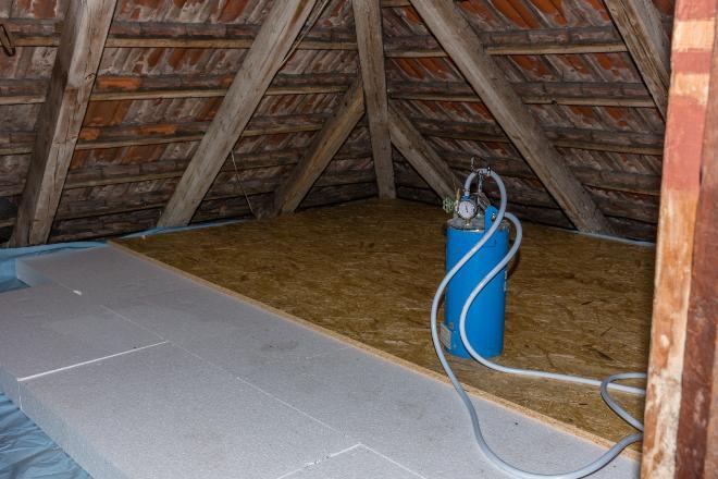 Dachboden ausgelegt mit Styroporplatten