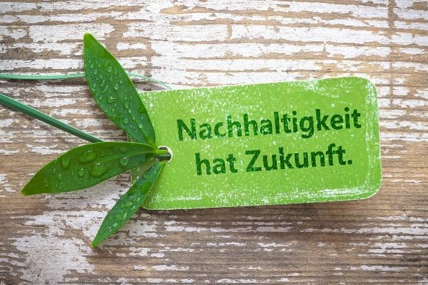 Nachhaltigkeit hat Zukunft - Spruch auf grünem Zettel