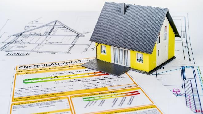 Symbolbild Haus mit Energieausweis