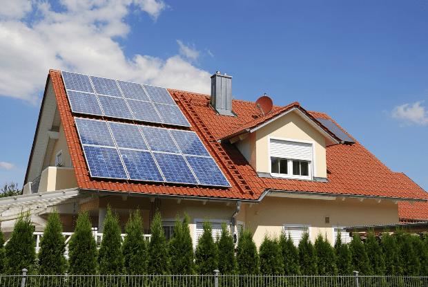 Dach mit Solaranlage