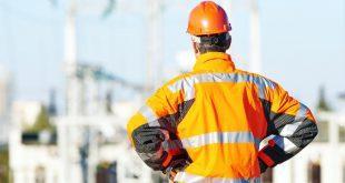 Industriearbeiter mit Schutzkleidung- Schutzanzüge
