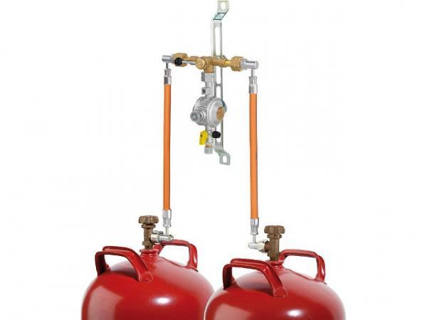 2-Flaschenanlage mit manueller Umschalteinrichtung, PS 16 bar, 1,5 kg/h 50 mbar, KF x RVS 10