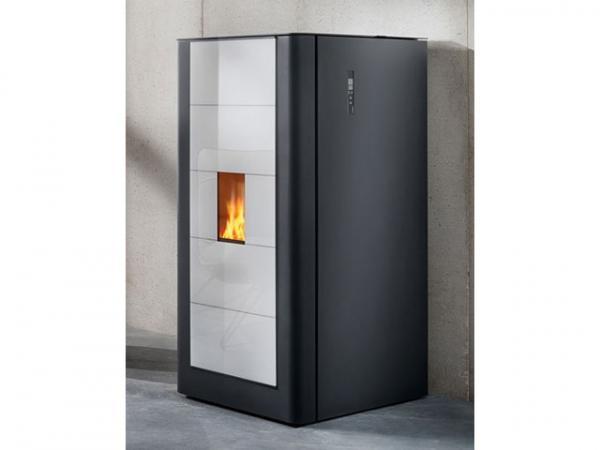 Buderus Pellet-Primärofen ivo.smart, 3-8 kW, Front Glas white, S5 Komfort Steuerung, 7736602710